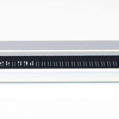 Frontalaufnahme einer Vario 340 Braillezeile